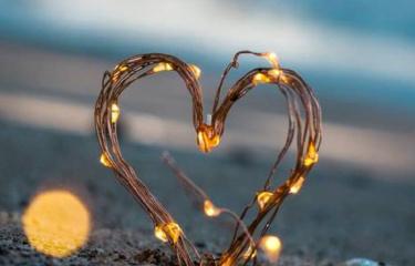 如何判断一个人是否爱你?